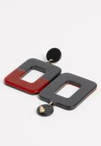 Superbalist - Colourblock resin earrings - red & black