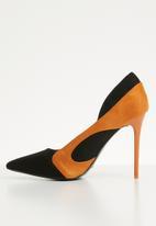 Plum - Stiletto heel - black & tan