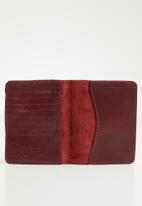 Escape Society - Leather passport holder - burgundy