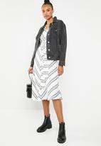 Superbalist - V-neck blouson sleeve dress - black & white