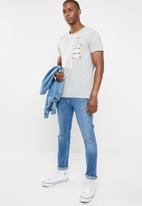 STYLE REPUBLIC - Printed chest pocket tee - grey