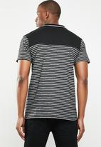 Lizzard - Vasco stripe golfer - black & grey
