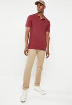 GUESS - Short sleeve core classic golfer - red