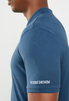 GUESS - Short sleeve core classic golfer - blue