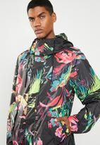 Nike - Nsw parka all over print cyber - multi
