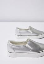 Cotton On - Faux leather platform slip on - silver