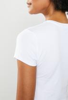 GUESS - Short sleeve vine tri T-shirt - white