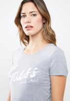 GUESS - Short sleeve script logo tee - grey