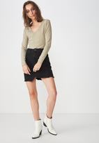 Cotton On - Everyday long sleeve v-neck top - beige
