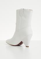 Plum - Embellished boot - white