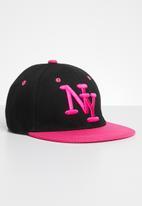 POP CANDY - Embroidered flat brim cap - pink & black