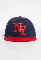 POP CANDY - Embroidered flat brim cap - red & navy