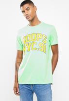 Cotton On - Hoops NYC 91 tbar tee - green