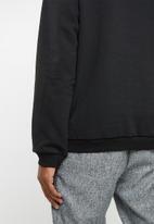 Cotton On - North sea chest panel drop shoulder crew fleece top - black