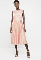 edit - Fit and flare dress with round neckline - pink
