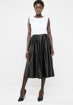 edit - Fit and flare dress with round neckline - black & white