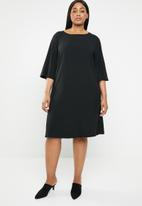 edit Plus - Boxy shift dress - black