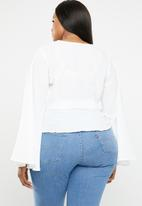 Missguided - Curve twist front flare sleeve top - white