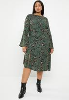 Brave Soul - Plus size asymmetric floral dress with bell sleeves - multi
