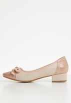 Butterfly Feet - Front bow low block heel pump - salmon