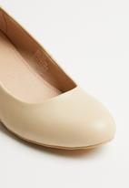 Butterfly Feet - Mina wedge - beige