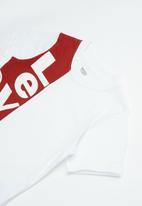 Levi's® - Pre-boys vertigal logo T-shirt - white