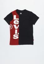 Levi's® - Pre-boys vertigal logo  T-shirt - black