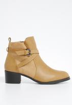 Butterfly Feet - Kaelyn boot - beige