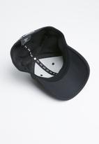 Under Armour - Men's blitzing 3.0 cap - black & white