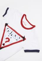GUESS - Short sleeve guess embroidery tee - multi