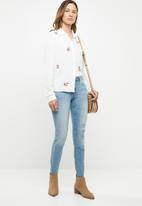 Jacqueline de Yong - Skinny regular floral ankle jeans - blue