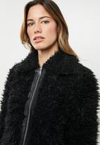 Vero Moda - Ibi jayla short faux fur jacket - black