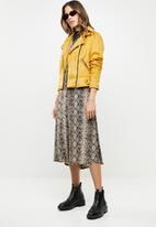 New Look - Olivia suedette biker - yellow