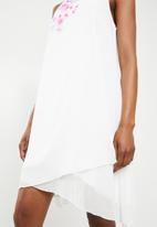 Revenge - Floral detail dress - white