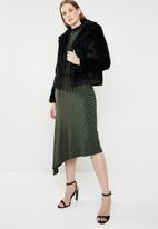 Revenge - Faux fur cropped jacket - black