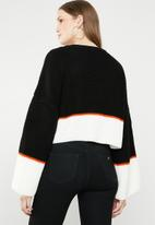 Missguided - Colourblock oversized cropped jumper - black