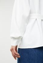 Missguided - Belted shirt jacket - white