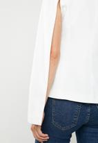Missguided - Open sleeve darted asymmetric jacket - white