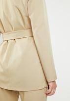 STYLE REPUBLIC - Structured belted blazer - neutral