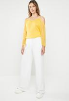 ONLY - Darling cold shoulder 3/4 top - yellow