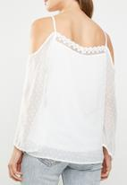 ONLY - Darling cold shoulder 3/4 top - white