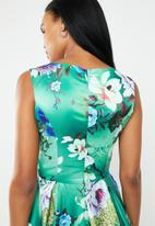 edit - Fit and flare dress with round neckline - green