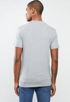 Levi's® - Graphic set-in crew neck tee - grey