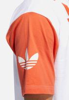 adidas Originals - Big Adi short Sleeve crew tee - orange & white