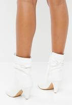 Jada - Ruched pointed kitten heel boot - white