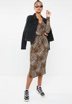 Superbalist - V-neck tie front knit dress - brown & black