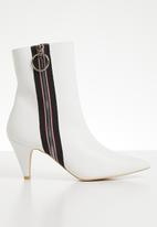 Footwork - Faux leather ankle boot - white