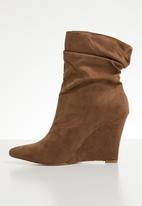Footwork - Faux suede wedge boot - brown
