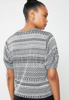 Superbalist - Jaquard puff sleeve boxy top - grey & black