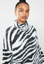 Missguided - Premium roll neck zebra jumper dress - white & black